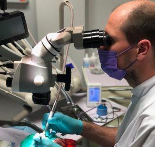 endodonta leczenie kanałowe pod mikroskopem