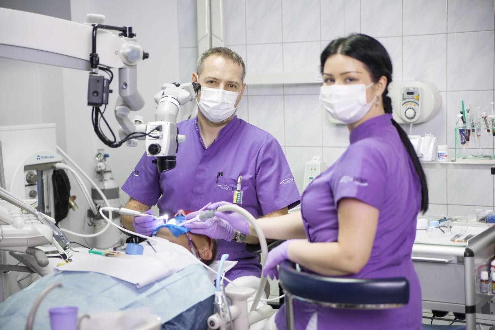 leczenie kanałowe Kraków pod mikroskopem